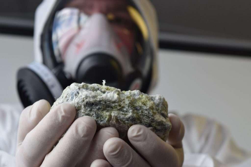 What does asbestos look like
