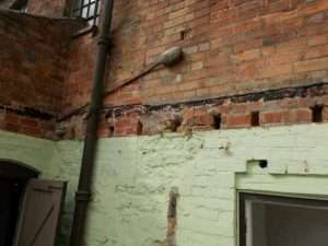 Asbestos bitumen residue to wall