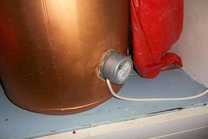 Asbestos gasket to tank in house