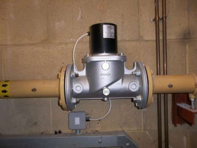 Asbestos gaskets to gas pipe