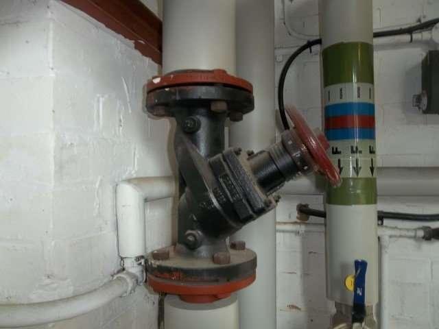 Asbestos gaskets to pipe work