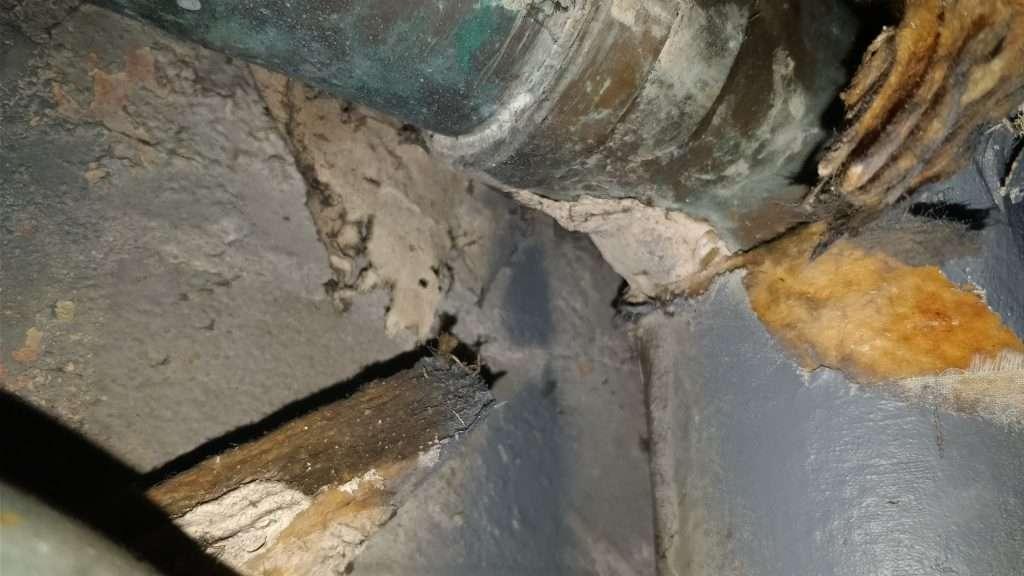 Asbestos pipe insulation residue to pipe elbow below fibreglass