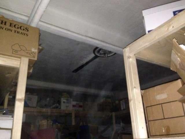 Asbestos spray to ceiling