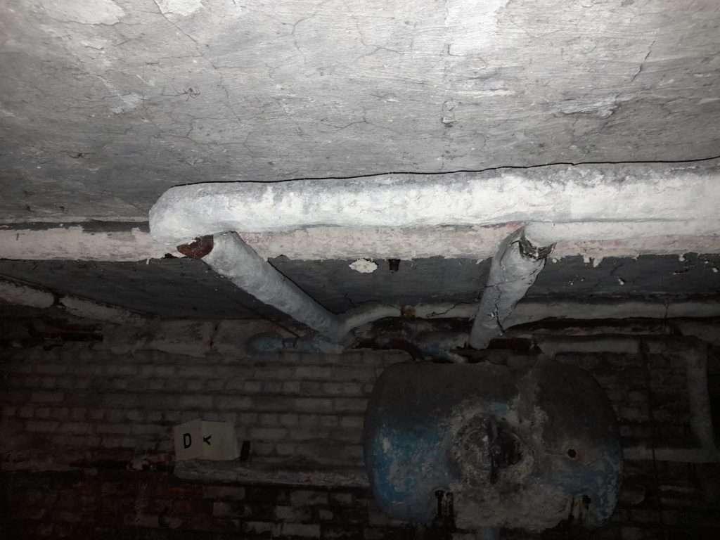 Asbestos thermal pipe insulation in cellar