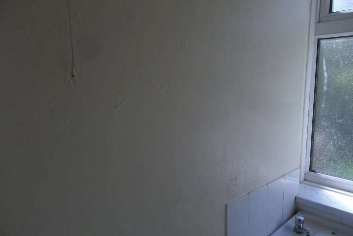 Coating to wall in flat kitchen