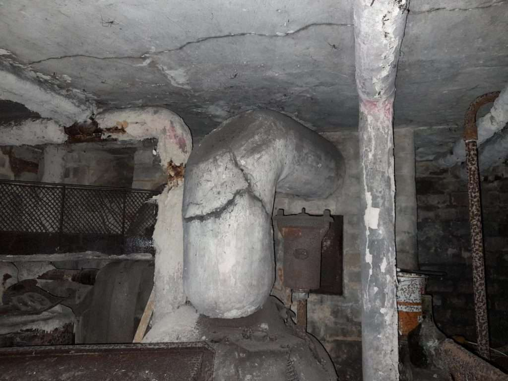 Hand applied asbestos pipe insulation